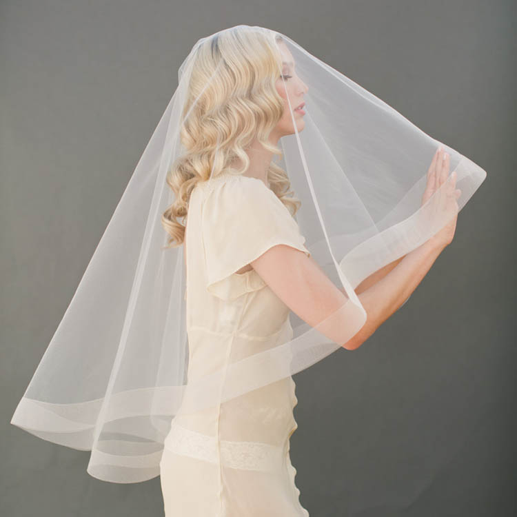 Bridal Illusion Tulle Cascading Single Layer Fingertip