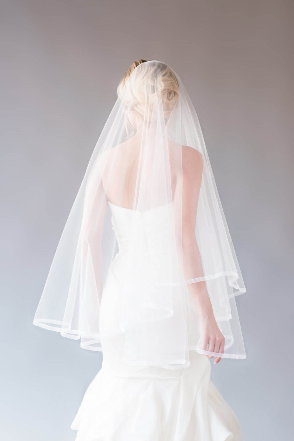 One Tier Fingertip Length Vintage Ivory Tulle Bridal Veil