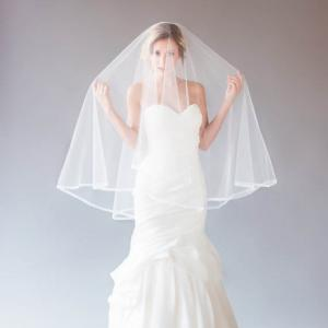 one tier fingertip length intage ivory tulle bridal veil pencil edge