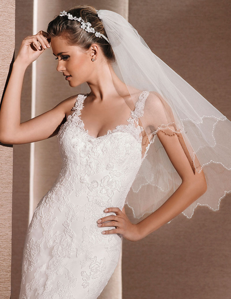 Tulle Wedding Veil Rippled Edge Short Ivory Elbow Length