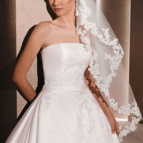 ivory fingertip length bridal veil single tier lace edging veil 1