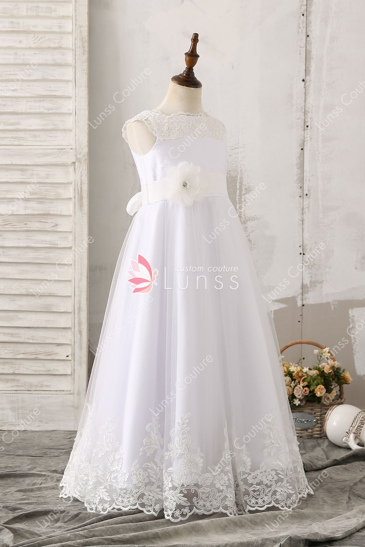 A Line 3d Flower And Sash Floor Length Sleeveless White Tulle Flower Girl Dress