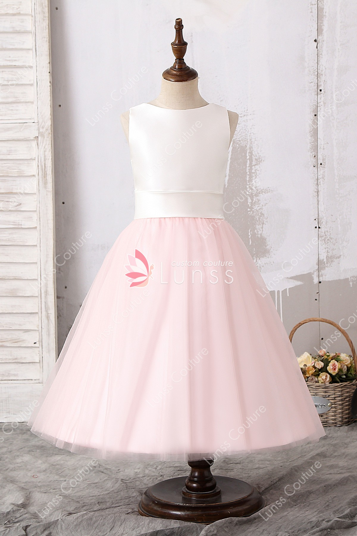 Maysange S Large Collection Of Light Pink Elegant Dresses Will Give You The Sophisticated Look Which Have Always Desired It Has An Open Back And